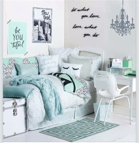mint colored bedroom ideas 25 best ideas about mint green bedrooms on