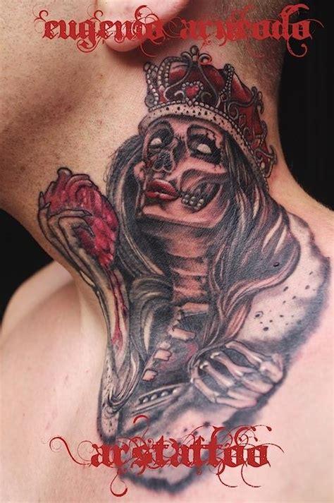 tatuaggio sul collo in bianco e nero ars tattoo