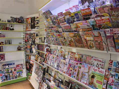 arredo edicola arredamento edicola arredo negozio edicola negozio giornali