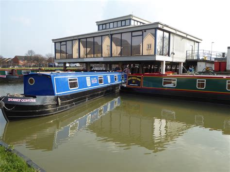 canal boats online canal boat holidays online booking and live canal boat