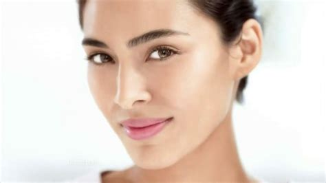 who is the olay concert t model actress in olay regenerist commercial