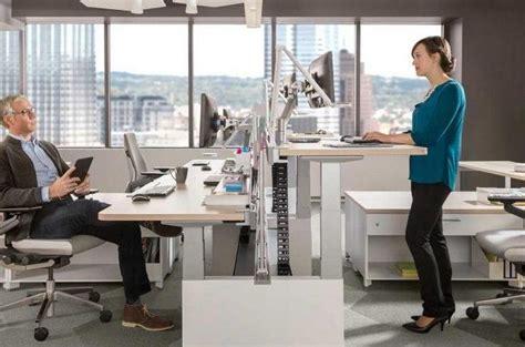 lavorare in ufficio lavorare in piedi in ufficio vantaggi e svantaggi