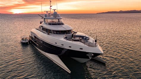 luxury catamaran charter whitsundays luxury spirit catamaran 115ft whitsunday holidays