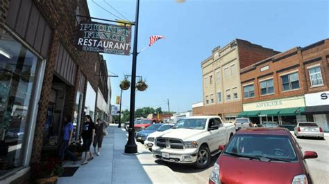sweet home central illinois martinsville  community  boasts    city  grow