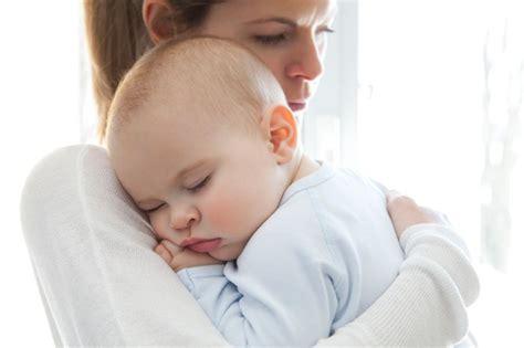baby erk ltung wann zum arzt erbrechen bei babys und kindern ursachen wann zum arzt