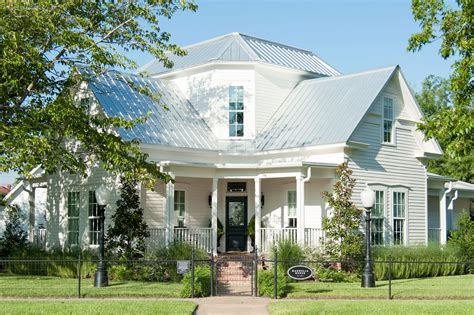 the magnolia house chip joanna gaines
