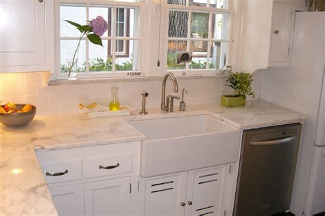Farm Style Kitchen Sinks Nostalgic Kitchen Faucets Farmhouse Style To Give Your Kitchen Retro Touch Mykitcheninterior