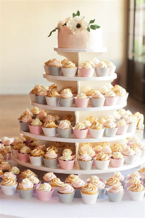 Hochzeitstorte Mit Cupcakes by 21 Beautiful Wedding Desserts That Are Better Than