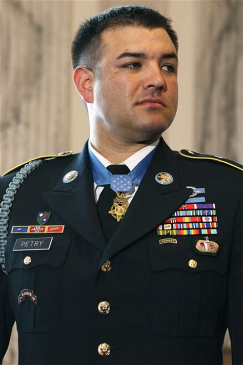 army medal of honor recipients us military awards leroy petry photos photos army chief of staff gen