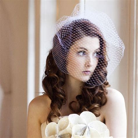 7 Birdcage Veils To Rock For Your Wedding by Best 25 Veil Hair Ideas On Bridal Hair