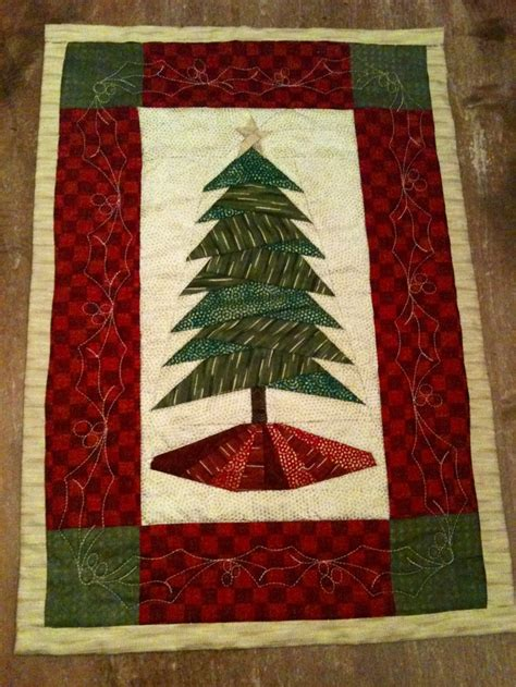 pattern for wall quilt hanger trim the tree pattern by cindi edgerton christmas quilted
