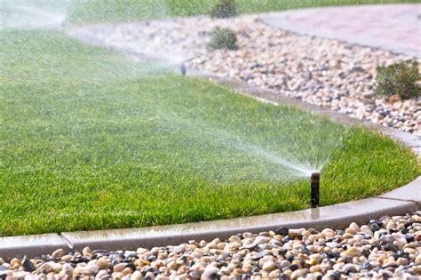 backyard sprinkler system prix d un syst 232 me d arrosage automatique et de son
