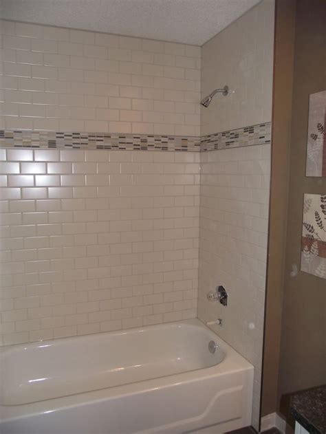 Badezimmer Fliesen Versetzt by Bathroom White Subway Tile Tub Surround Offset