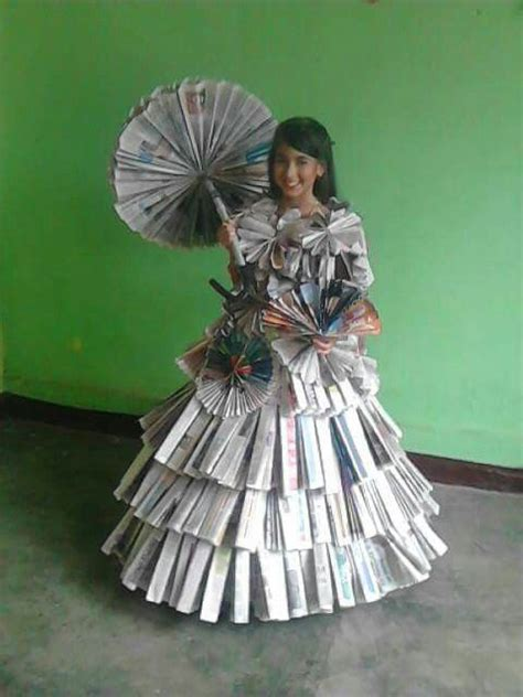 vestido manualidades de papel periodico vestido de anta 241 o con periodico curious things pinterest