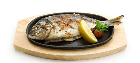 pesce cucinare come cucinare pesce alla piastra cucinarepesce