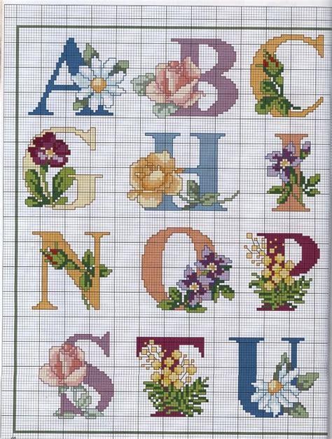 lettere con fiori oltre 20 migliori idee su monogramma alfabeto su