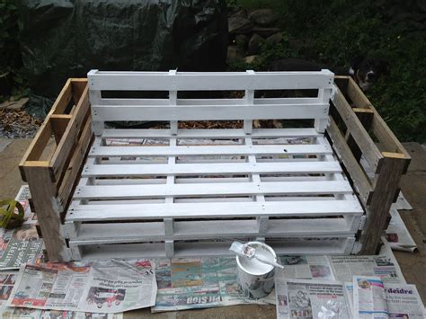 pallet sofa secure    pieces  paint