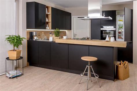 schwarzer küchentheke schwarze k 252 che hat klasse k 252 chenkompass