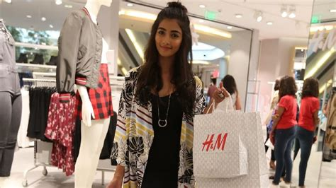 Fab Ad Roberto Cavalli At Hm by Mohenjo Daro Heroine Pooja Hedge Shopping In H M Store In