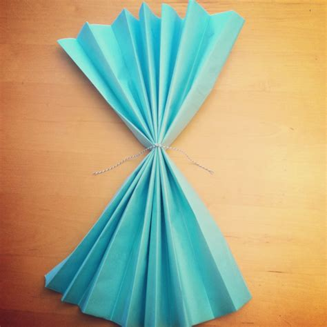 Paper At Home - tutorial how to make diy tissue paper flowers