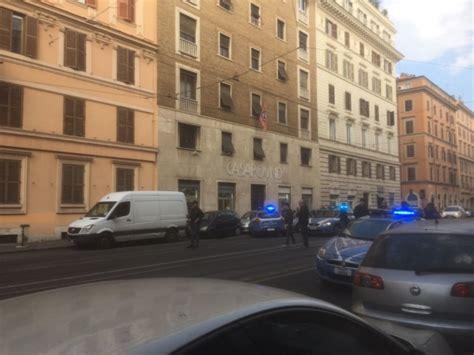 sede casapound roma allarme bomba a casapound borsa sospetta sotto la sede