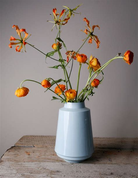 Flower On Vase by Best 25 Flowers In A Vase Ideas On