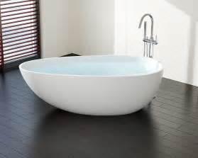 kleine freistehende badewanne freistehende ei badewanne bw 01 l aus mineralguss