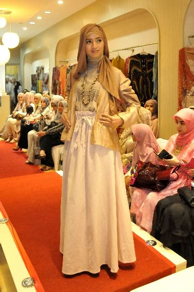 Etika Padu Padan Busana Muslim melirik koleksi busana berwarna pastel republika