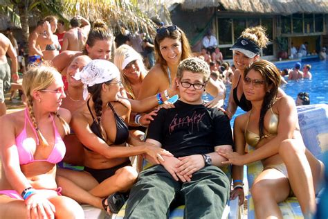miami boat party senor frogs 20 guys that are living out the ultimate male fantasy