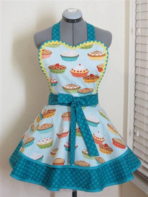 heart pattern apron 877 best crafts aprons images on pinterest aprons