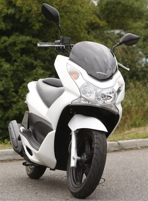 honda pcx 150 fuel consumption honda pcx125 2010 on review mcn