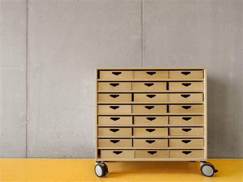 kleiderschrank mit vielen fächern und schubladen schrank mit schubladen schrank collectors kabinet schrank