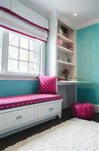 evars and room with pink white and