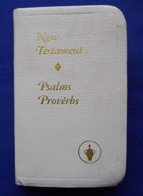 nuovo testamento la bibbia ai soldati la mostra della bibbia