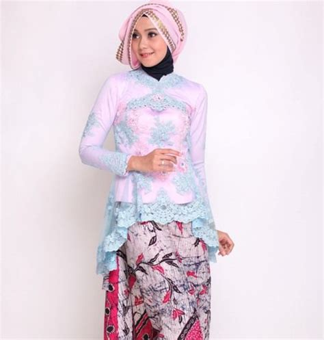 Atasan Kebaya 037 paduan rok batik dan kebaya brokat model peplum batik