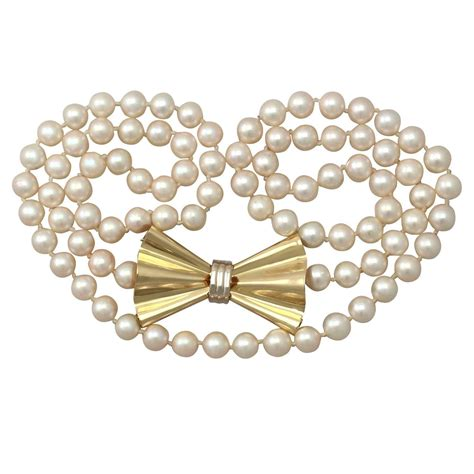 single strand pearl and 18k yellow gold necklace art