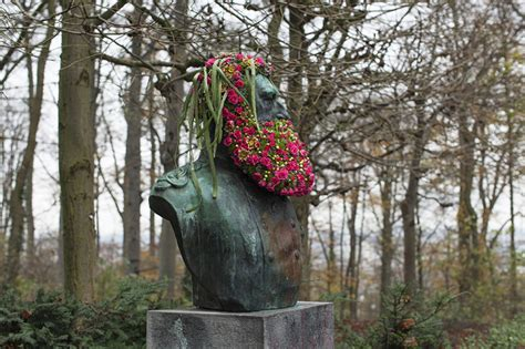 Geoffroy Mottart | geoffroy mottart grows flower beards on famous busts in