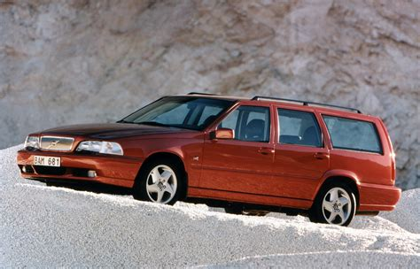 volvo v70 parkers volvo v70 estate 1996 2001 photos parkers