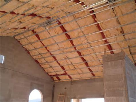 lade da bagno a soffitto come coibentare tetto a falde piano interno legno cemento