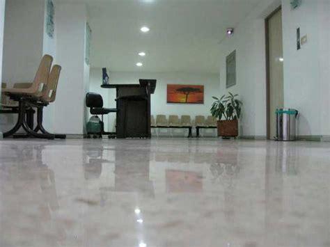 pavimento interno moderno pavimento zona notte letto rivestimento parete spalliera