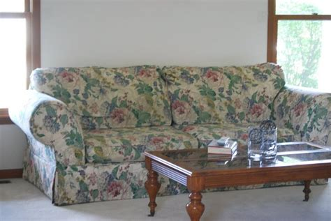 floral sofa slipcover 63 best images about floral sofa on pinterest vintage