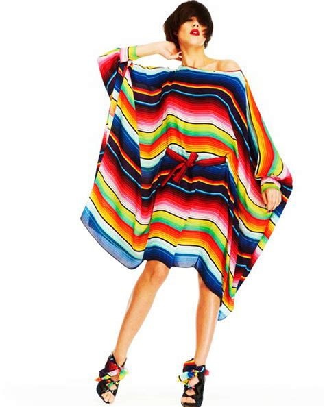 Hilarys Gorgeous Kenneth Bangle Set At Mtv Trl by The Poncho 7 Trends That Should Stay A Mistake Of The