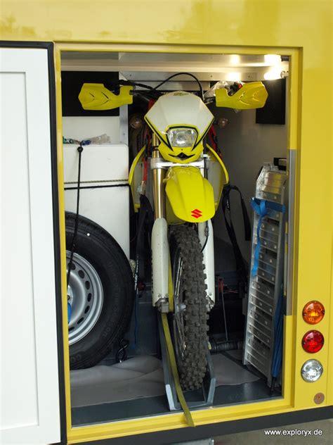 motorad garage wohnmobil mit motorrad garage im heck des wohnaufbaus