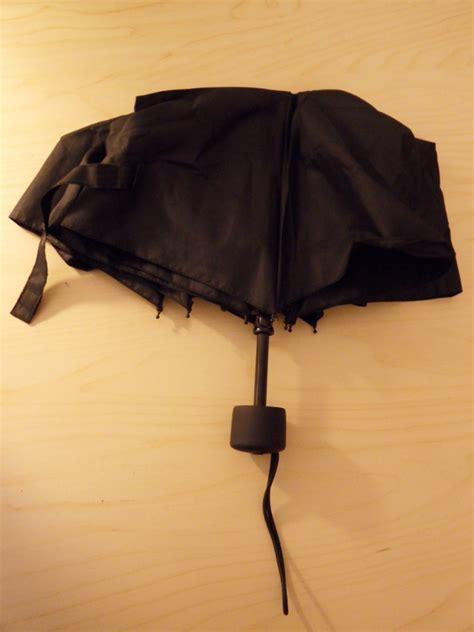 si può portare l ombrello in aereo ombrello e bagaglio a mano viaggioblog it