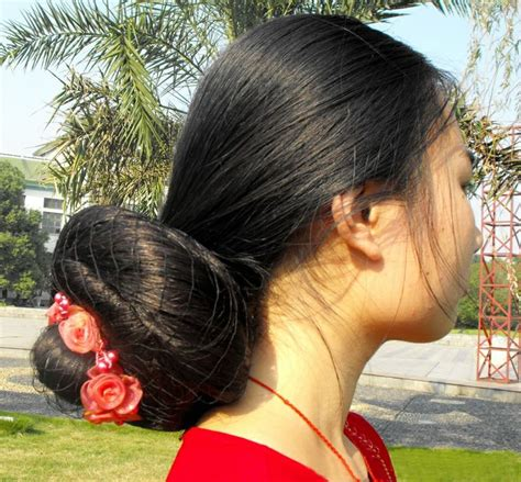 the biggest hair bun in the world feng ye with her huge bun huge bun pinterest buns