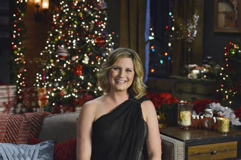 jennifer nettles to host cma country christmas country
