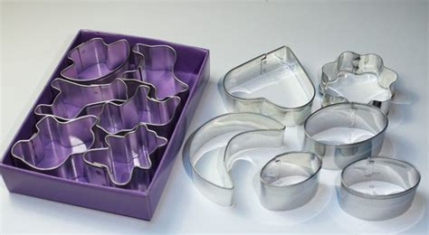how to make resin jewelry molds 1000 ideas about resin molds on resin crafts
