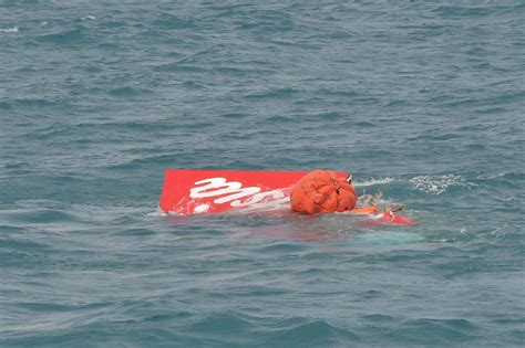 air asia crash 2014 airasia flight 8501 tail lifted to sea surface in black