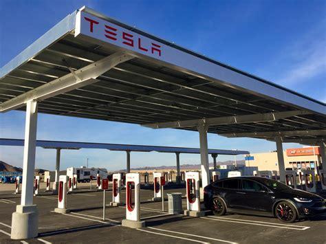 Tesla Superchargers In California Look At Tesla S Largest U S Supercharger Between La
