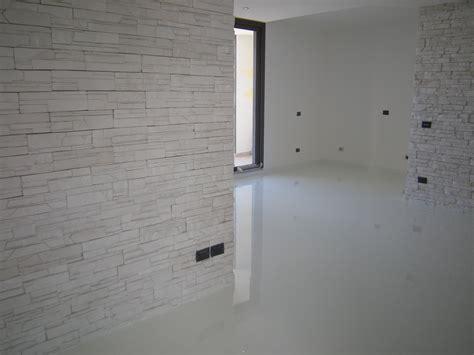 resina autolivellante per pavimenti pavimento in resina autolivellante sport industry directory